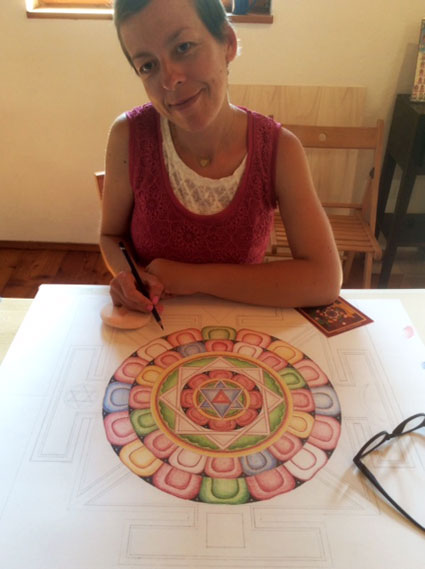 mandala-drawing-color-pencils